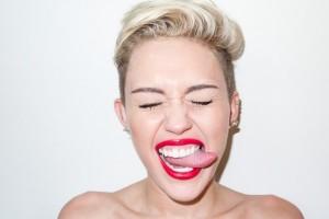 miley-cyrus-sacando-la-lengua